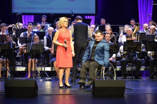 Na scenie wraz z orkiestrą