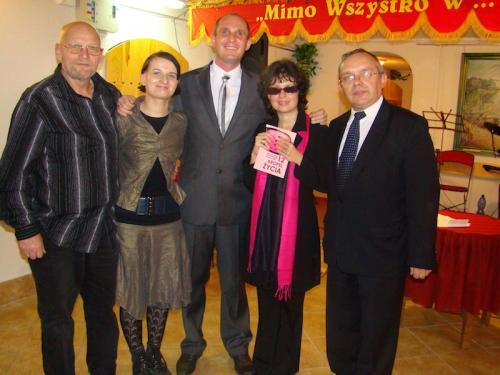 Łukasz Baruch oraz współautorzy książki '12 kropel życia' od lewej Jerzy Łuczak (autor ilustracji do książki), Karolina Kasprzak, Kasia Nowak (główna bohaterka),Roman Kawecki
