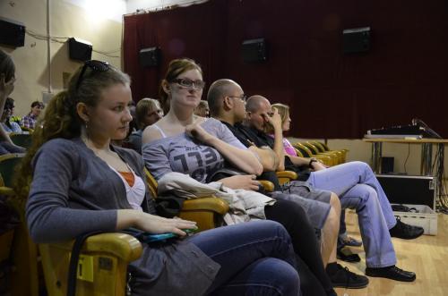 W oczekiwaniu na próbę w siedzibie tymczasowej Pałacu Kultury Zagłębia w Dąbrowie Górniczej