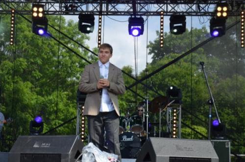 Wokalistom towarzyszył rewelacyjny zespół muzyczny Echo Town, z którym gościnnie na perkusji zagrał Grzesiek Dowgiałło (może ktoś go znajdzie za bębenkami)