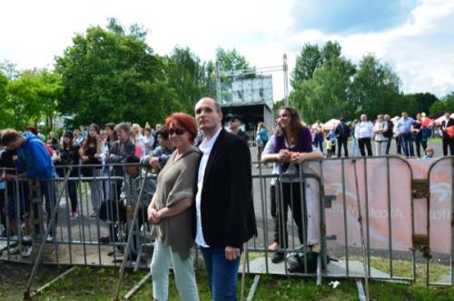 Prezesostwo słucha koncertu (Łukasz Baruch i Donata Baraniewska - Prezes fundacji Przyjaciele
