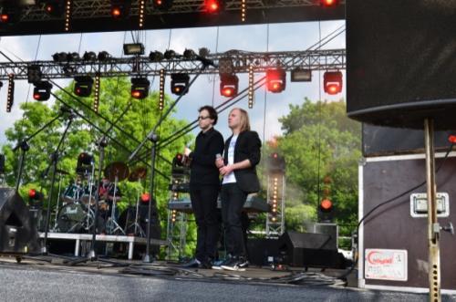 Grzesiek Dowgiałło i Mariusz Trzeciak wspierali wokalnie niemal wszystkich artystów
