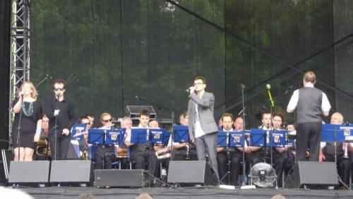 Prezentacje wokalne rozpoczął Kuba Kręcichwost. Jemu i innym artystom chórki robili Iwona i Grzesiek