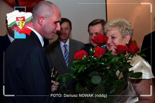 Łukaszowi gratulowała także jego była nauczycielka i Dyrektor podstawówki do której uczęszczał-Pani Henryka Cecha.Obecnie Wice Prezes TPDG