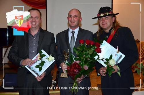 Łukasz Baruch z pozostałymi kandydatami do nagrody-z Miro Wikiem artystą i Jarosławem Węsierskim, właścicielem ośrodka nauki jazdy ZEBRA