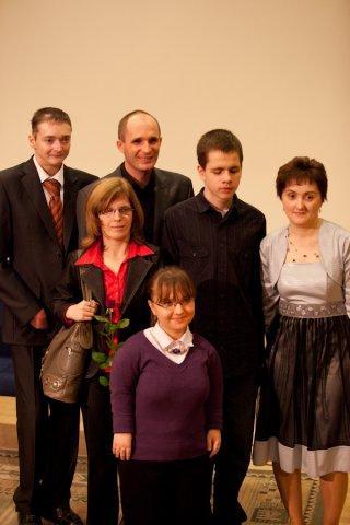 WYGRAJMY RAZEM & DEBRA POLSKA KRUCHY DOTYK(od lewej z tyłu Przemek Sobieszczuk, Łukasz Baruch, Tomasz Kowalik, Joanna Michalska, Karolina Żelichowska, Ola Giełżecka
