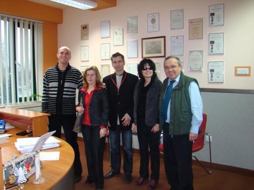 Karolina Żelichowska, Kasia Nowak, Roman Kawecki, Łukasz Baruch z dyrektorem Miejskiej Biblioteki w Dąbrowie Górniczej Panem Pawłem Durajem