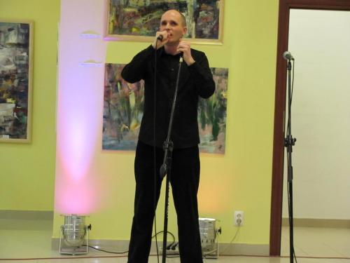Łukasz Baruch w roli konferansjera koncertu
