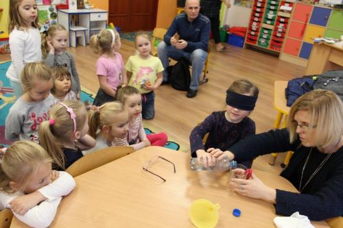 Poznawanie urządzeń ułatwiających osobom niewidomym życie