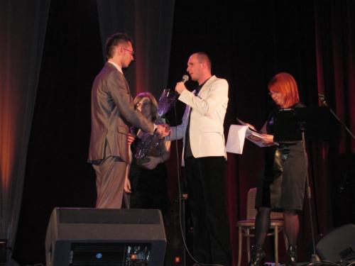 Łukasz Baruch dziękuje Dyrektorowi Pałacu Kultury Zagłębia za ogromne wsparcie w realizacji koncertu