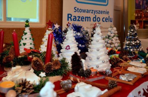 Koncertowi towarzyszy-a wystawa prac plastycznych naszych partnerów - SOSW i WTZ Otwarte Serca