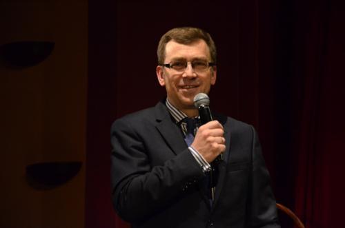 Pan Maciej Orłoś bardzo chętnie przyjął zaproszenie Fundacji Wygrajmy Razem do prowadzenia imprezy