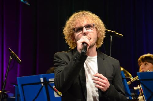 Mariusz Trzeciak jako jedyny uczestnik imprezy zaśpiewał angielski standart pt. Sway