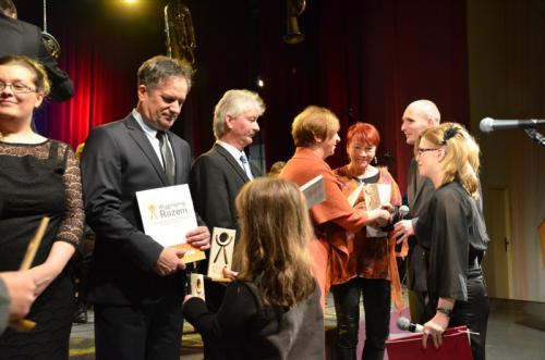 Uroczystość wręczenia nagród za wsparcie na rzecz Fundacji Wygrajmy Razem-ELFY 2013. Super ELFY otrzymały Panie Anna Dymna i Wiesława Podziewska.